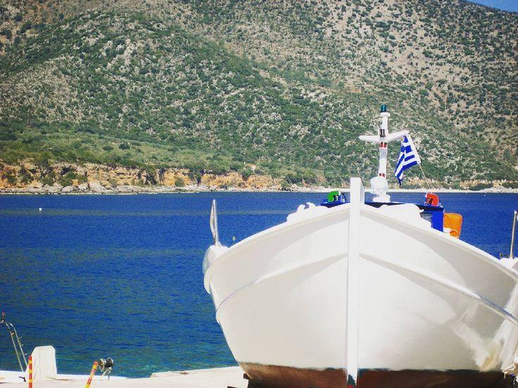 Όπου. . κι αν βάλω. .πλώρη. ., εδώ. .αράζω. .. Το σκοτάδι με χρωστάει. . στο φως. ... Η γη. . στη θάλασσα. . Η φουρτούνα. . στην .. γαλήνη. ..... Ο. Ελύτης#ελυτης #θαλασσα #ποίηση #πλώρη #sea #bleu#καλοκαιρι #