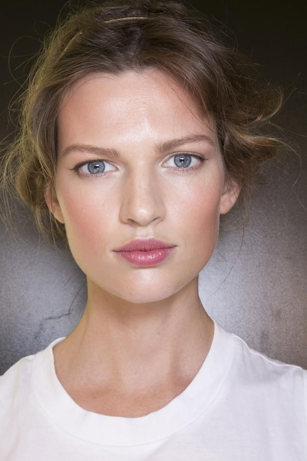 D&G 2014.Fashion Week. Love the simple makeup.