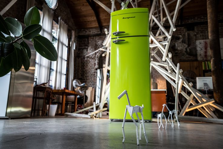 Giungla urbana per il Frigo Bompani Retrò verde lime #lime #verde #green #urbanjungle #giungleurbana #Bompani #architettura #design #arredamento #retrò #MadeInItaly #frigoriferi #Fridge #ItalianCulture #ItalianCuisine