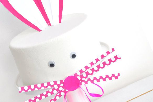 Jetjes & Jobjes werkt al geruime tijd met de fabulous Gosia van Traktaartie. Hoe gek mijn ideeen ook zijn, Gosia weet het altijd weer voor elkaar te krijgen. Ik ben dan ook heel trots dat Gosia zelf een blog post wilde schrijven voor Jetjes & Jobjes voor deze leuke Paashaas taart, gemaakt van worteltjes taart.  [Read On]