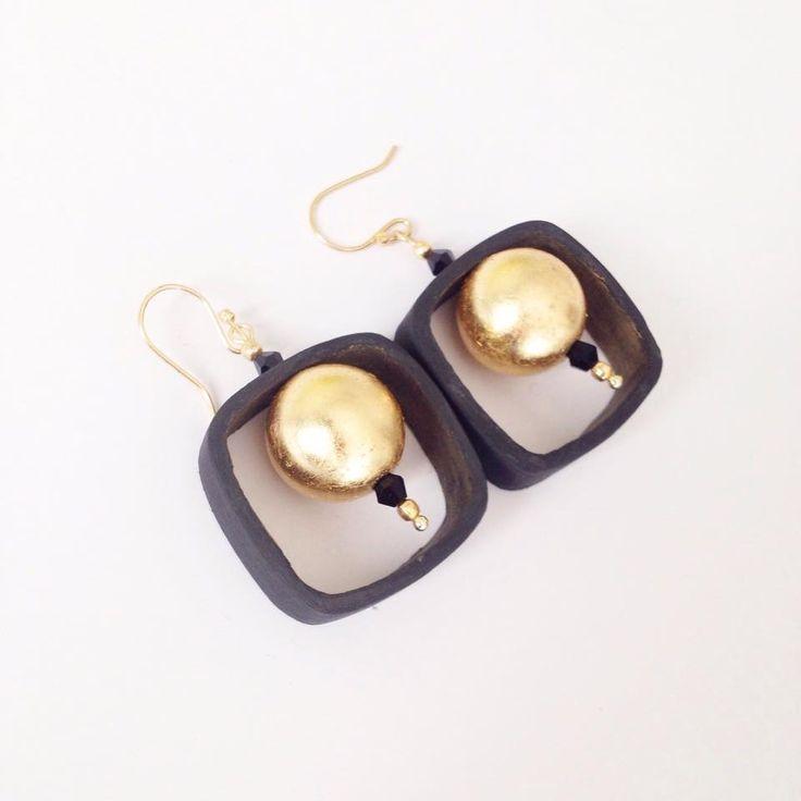 """""""QuadriColors_Black/Gold"""", orecchini realizzati con imballaggi per alimenti : Orecchini di cartalana"""