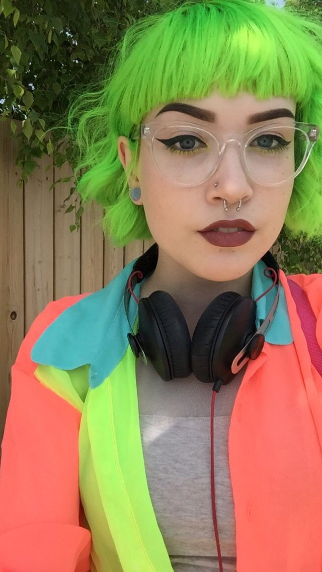 glitterghoul:  hex-girlfriend:  goopgirl:  i'm just a lil green bean  Truly magnificent look  lend me your shirt girl