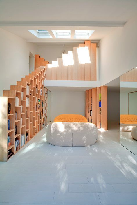 In this projectwe tried to create a main thread which draws the principles of internal space of this villa to modulate it. This was the key element which now guides the circulations and movements between the various volumes. This carpentered...