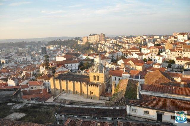Una din cele mai vechi și mai frumoase universități din lume e aici în Coimbra, un oraș cultural interesant din Portugalia