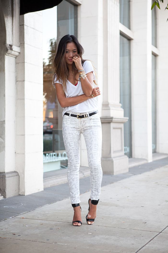 : Fashion Beautiful, White Snakeskin, Songs Of Style, Snakeskin Prints, Black Heels, Style Fashion Lov, Reptiles Pants, Skin Jeans, Bold Outfits