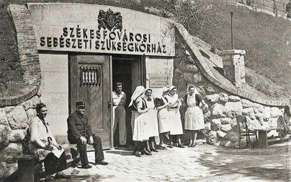 1944. Lovas út. A Sziklakórház üzemel.