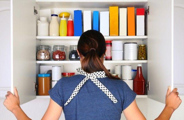 Hoe tot de bijkeuken te organiseren in de keuken, om verspilling van tijd, geld en voedsel te vermijden