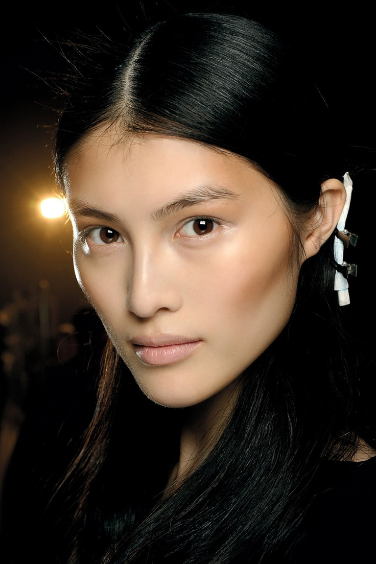 Spring/Summer 2013: Shades Of Brown - Charlotte Tilbury used two shades of MAC's Pro Sculpting Cream to contour the eyes and cheekbones, before sweeping highlighter across the cheeks and concealer onto the lips for a polished, neutral look.