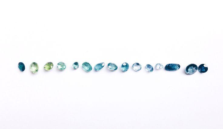 Série Cores do Mar / Colors of the sea collection - São águas marinhas, topázios e turmalinas azuis, com cores, tamanhos e lapidações diferentes entre si, escolhidas a dedo. #joiasliê