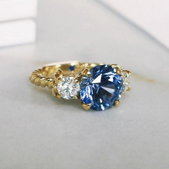 Naveya & Sloane bespoke  round brilliant blue sapphire set with round brilliant diamond accent stones. Crafted in 18k yellow gold, with intricate rope detailing on the band.
