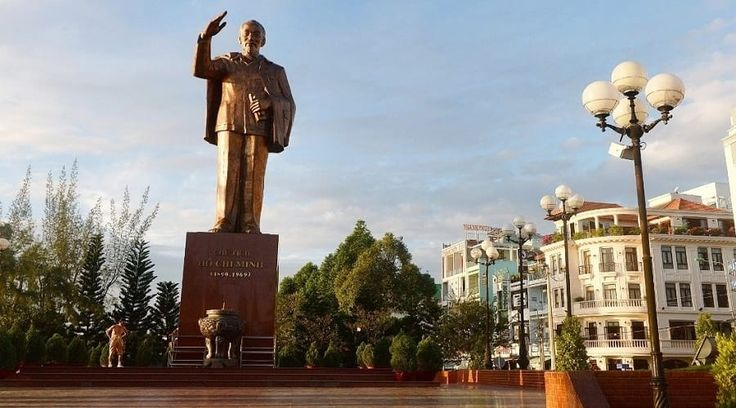 Top Vietnam Sightseeing Attractions -  No trip to Vietnam is absolutely complete with out a stop by at Ho Chi Minh City, the humming and crazy commercial hub of the country.