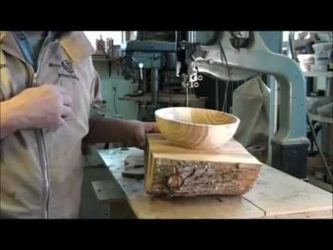 TURNING A (WET) WOOD BOWL ON THE LATHE:  PART 1, (OUTSIDE OF BOWL) (+pla...