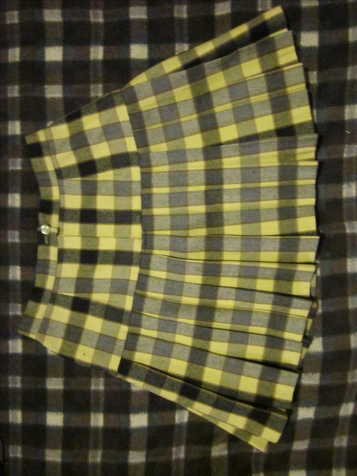 Falda escocesa amarilla
