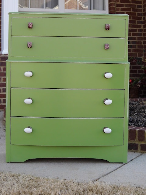 owl knobs, green chest, drawer liners, all together, NICE!