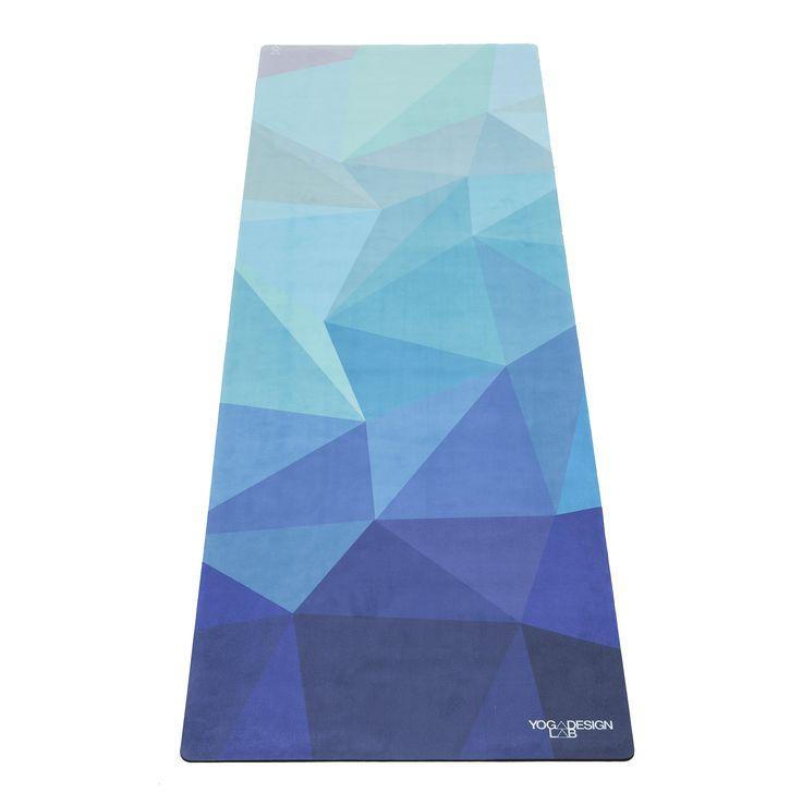¡¡Envío Península y Portugal gratis!! Esterilla ecológica premium de la marca Yoga Design Lab.  Esta esterilla ha sido diseñada para ser la compañera perfecta en tu práctica de yoga. Antideslizante. Ya no necesitarás una toalla sobre tu esterilla para evitar resbalar, a más sudor mayor es la adherencia. Producto todo en uno. Lavable en lavadora.  ¡La microfibra superior es muy absorbente (hecha de botellas de plástico recicladas) Sobre una base de caucho natural, le da el agarre de una…