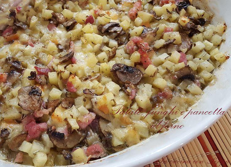 Patate funghi e pancetta al forno sono un piatto saporito, ottime da servire con pane tostato o crostini; ideale anche come contorno. Semplice da preparare.