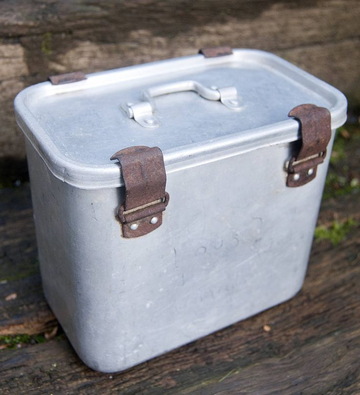 Vintage lunch box for men in metal. This military box was probably used as a lunch container by the french army. #military #vintage #industrialfurniture #industrial #industrialdecor Antique army lunch box in aluminum, so industrial