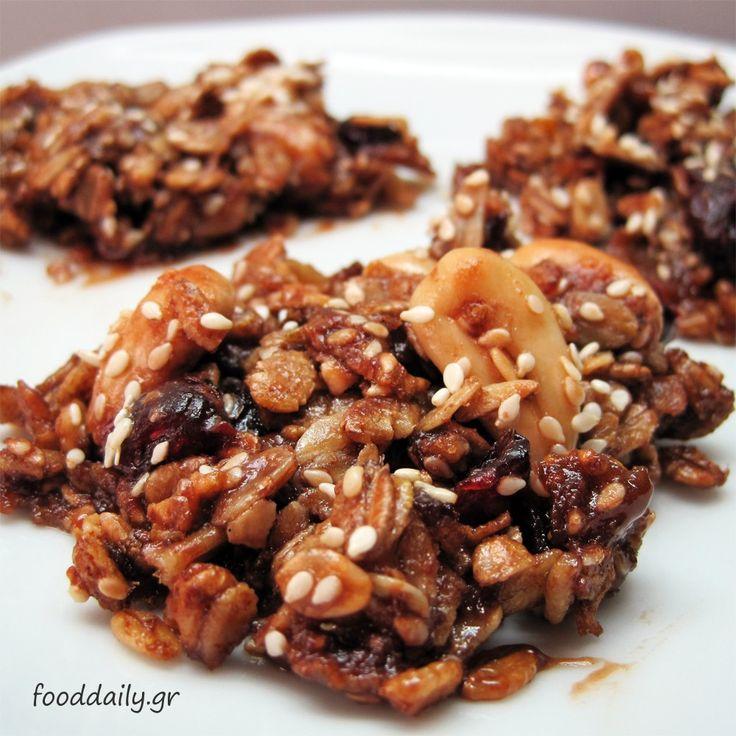 Μπάρες πρωινού με δημητριακά, ξηρούς καρπούς και σοκολάτα