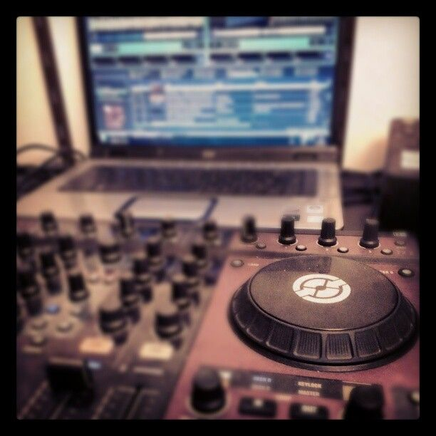 Digital dj'ing does have it's charm..
