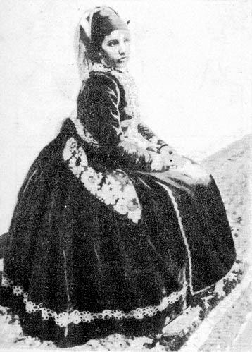 Menyecske csillagos bársony öltözetben (Kapuvár, Sopron m.)