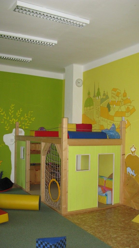 The Kampa Mother's Center is an exceptional space in the center of Prague where parents with children can meet, relax and play. Children have a large well-lit playroom with toys and art tools at their disposal. In nice weather children can also play in a small garden