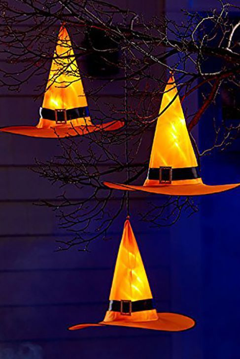 15 Outdoor Halloween Decorations That\u0027ll Creep Out Your Neighbors