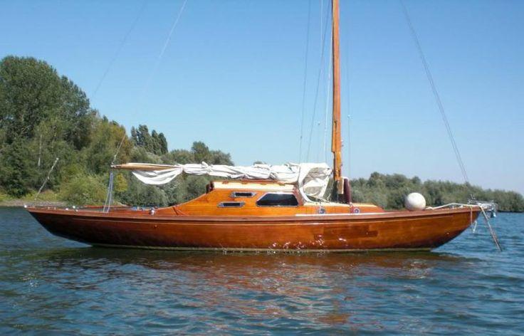ber ideen zu segelyacht auf pinterest segeln katamaran und klassische yachten. Black Bedroom Furniture Sets. Home Design Ideas