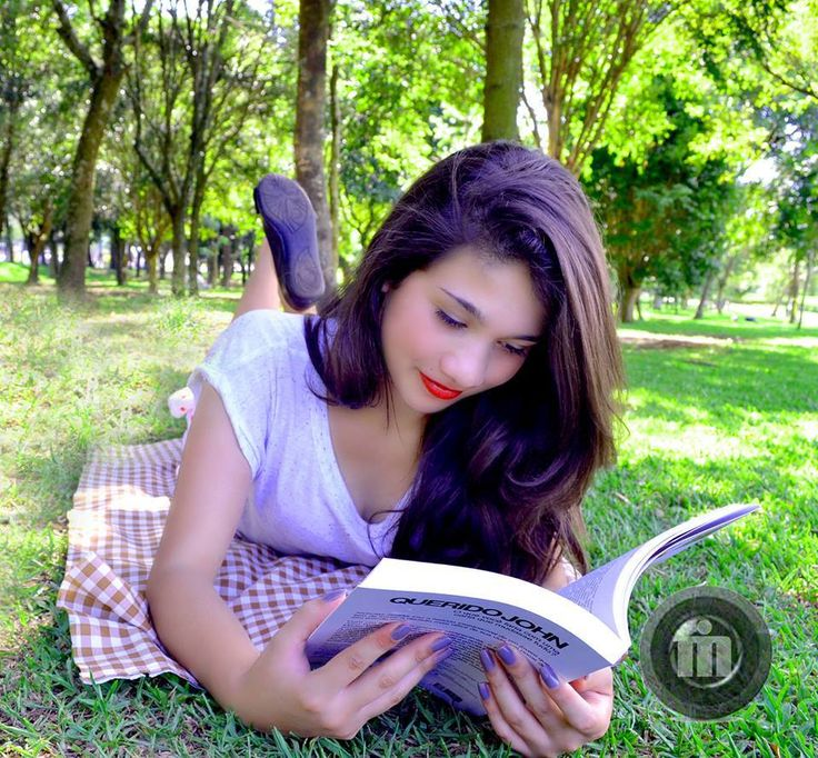 """""""Leitura é a chave para se ter um universo de ideias e uma tempestade de palavras."""""""