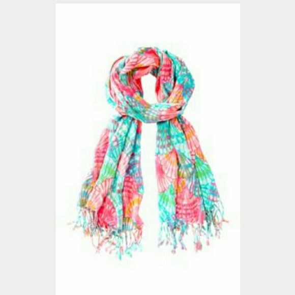Lilly Pulitzer Oh shello scarf Lilly Pulitzer oh shello scarf. Very excellent used condition,  worn once, absolutely no flaws :) Lilly Pulitzer Accessories Scarves & Wraps