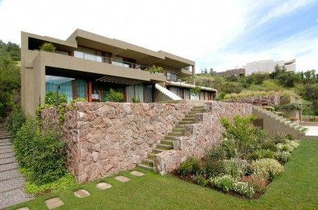 Casa Larraguibel Rubio 2 460x305 Дом на склоне в Чили 3