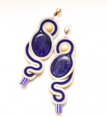 biżuteria-kremowy szafir - żmijki: Biżuteria Kremowi Szafir, Beads Soutache, Hermosas Creaciones, Hermosa Creacion, Beadwork Earrings, 2 Soutache, Earrings Ear, Soutache Earrings, Earring
