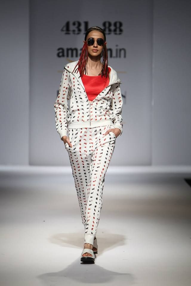 Printed Tracksuit with Quilted Bralette Shop online from www.431-88.com #PlaySexy #43188 #ShwetaKapur