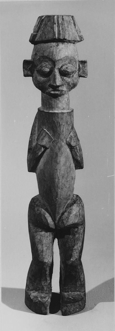 Object type statuette  Materials wood  Place of collecting Democratic Republic of the Congo > Bandundu > Kwango  Culture Yaka  Acquisition related person Albert Maesen, as mission  Date of acquisition 1954-02-03  Dimensions 19,3 cm