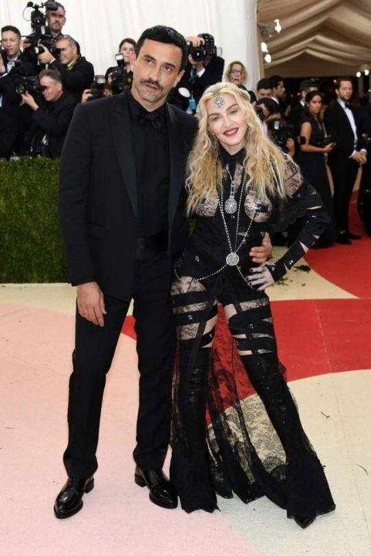 Met Gala 2016 photos: all the red carpet arrivals - Vogue Australia