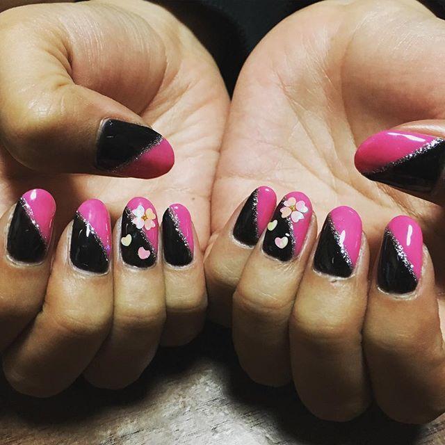 友達ネイル🌸 #ネイル#ジェル#ジェルネイル#セルフネイル#ネイルアート#ネイルデザイン#春#春ネイル#日本#桜#フレンチ#斜めフレンチ#アート#デザイン#nail#nails#gel#gelnail#gelnails#selfnails#nailart#naildesigns#design#art#spring#springnails#Japan