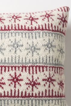 christmas nordic cushions to make for next year or a scandi chic home Jacquardstickad kudde i Novita Joki | Novita knits