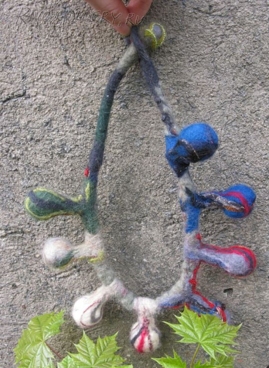 wool necklace, (c) Natalia Rivo from Rivo.Gallery
