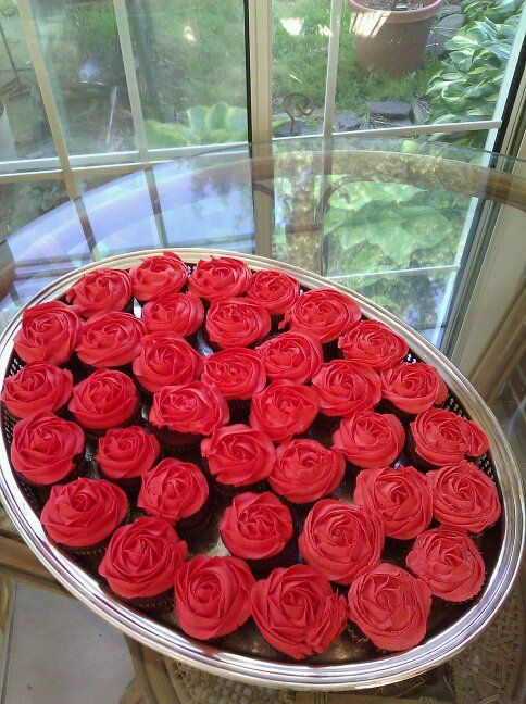 Red Rose cupcakes for my Kentucky Derby party