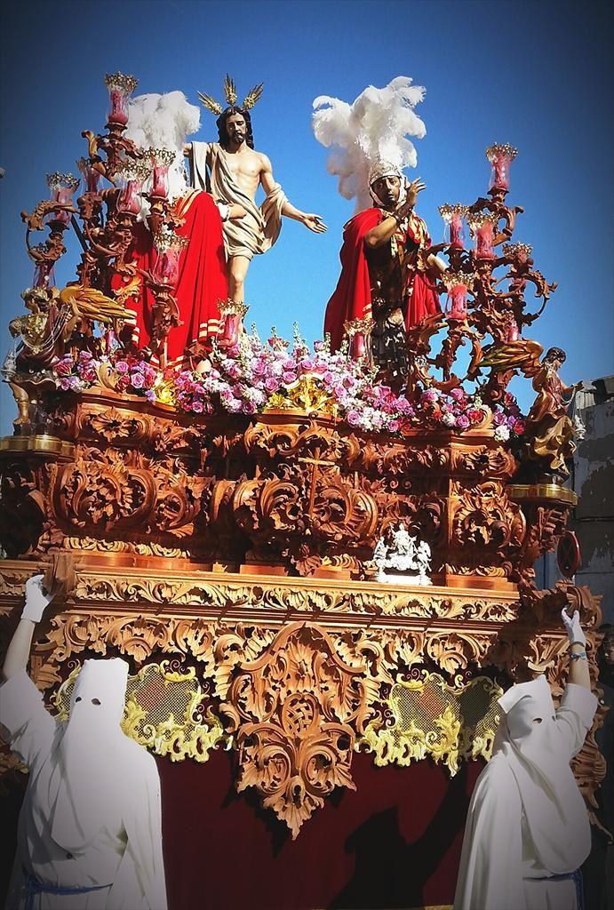 Paso de Misterio de Jesús Resucitado llegando al templo de Santa Bárbara, momentazo de esta Semana Santa de Linares 2015