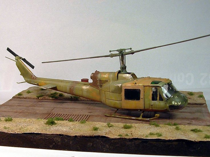 "1/72 Italeri ""Bell UH-1B Iroquois"" by Carlos Escobar"