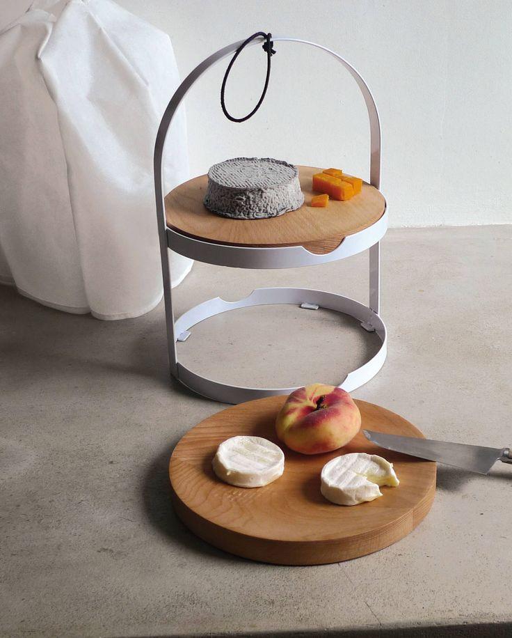 Edle französischer Käse-etagere 'Cage a Fromage' von L'Atelier du Vin mit mit Buchenholztellern, geeignete zum Servieren von Käse, Obst oder Gebäck.