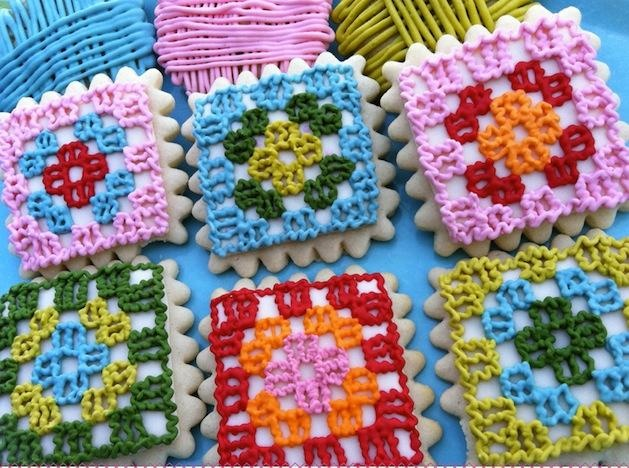 This is an absolute must do.  Can you just imagine how these would go over at a bake sale?  Project for a little girl's birthday party, slumber party?  Absolutely too cool