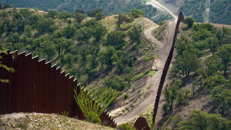 De Amerikaanse regering heeft de eisen bekendgemaakt waaraan de muur op de grens met Mexico moet voldoen. Zo'n 700 bedrijven hebben belangstelling.