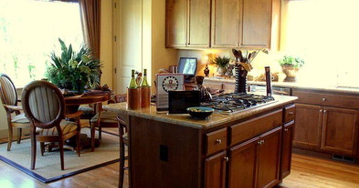 ¿Qué colores combinan con gabinetes marrón en una cocina?