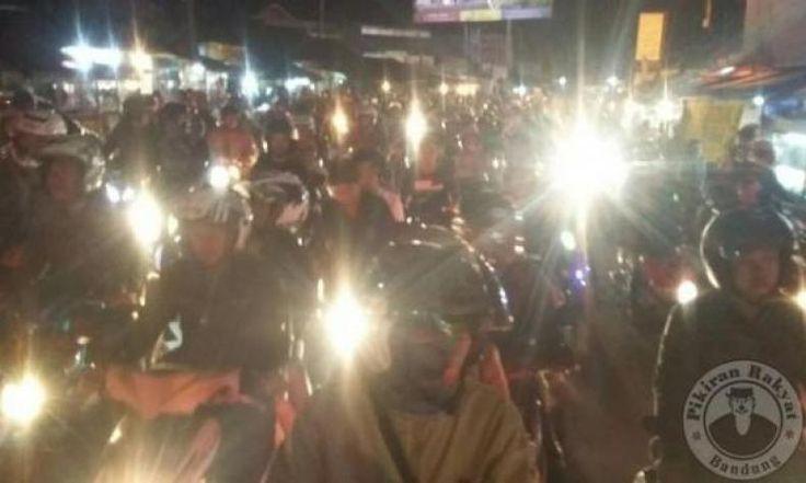 Wow, Ribuan Sepeda Motor Banjiri Kawasan Puncak Malam Tahun Baru