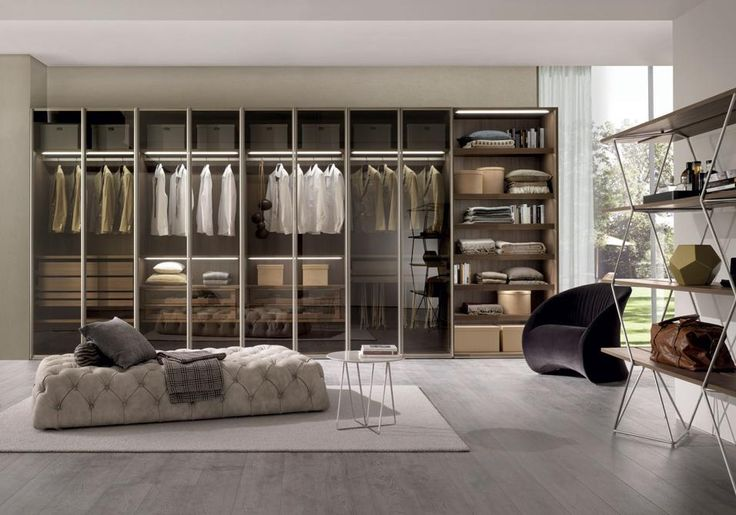 The wardrobe for the bedroom // L'armadio per la camera da letto.