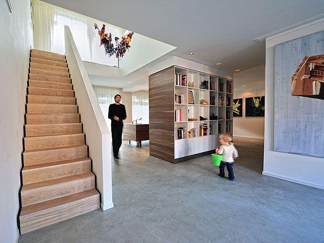 Eikenhouten trap met schaduwplint in woning Amsterdam | BNLA architecten | Studio de Nooyer