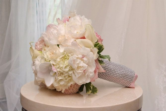 White fluffy bridal bouquet with silver studded wrap. Modern Jewish Wedding at the Ritz-Carlton Beach Resort in Naples, FL | Modern Jewish Wedding Blog