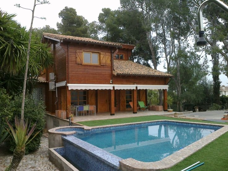 Casas de madera con piscinas   http://ventacasasdemadera.com/2014/08/18/casa-de-madera-con-piscina/    #madrid #casademadera #madera #casaspersonalizadas #ventacas