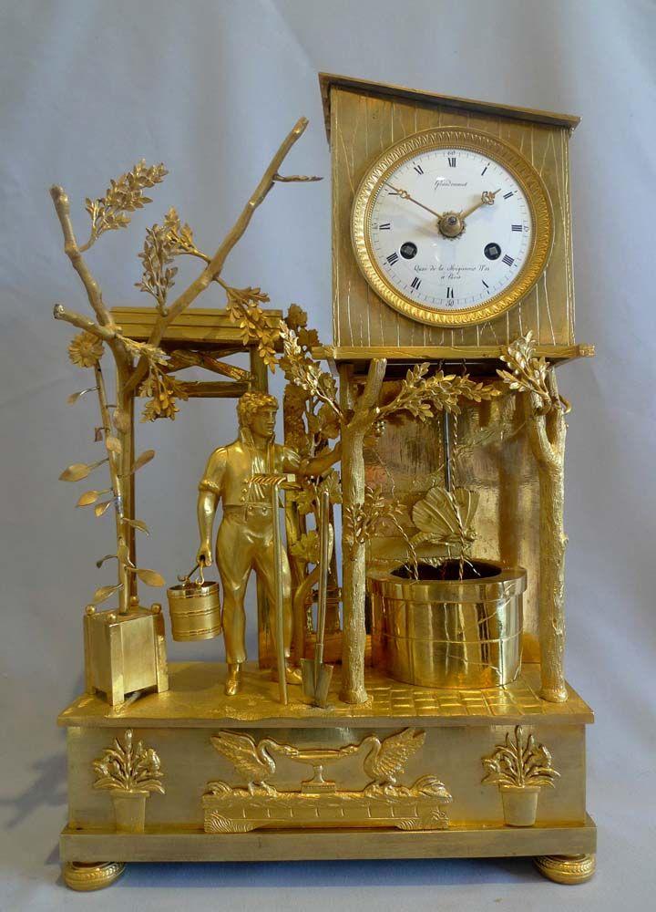 """Reloj Antiguo imperio francés   de género """"El jardinero"""" en bronce dorado"""